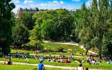 الصورة: باريس تحظر التدخين في 6 متنزهات