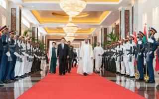 الصورة: محمد بن زايد: لحظات جميلة جمعتني وأبنائي وأحفادي مع الرئيس الصيني