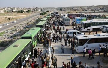الصورة: قوات الأسد تنتشر في القنيطرة وإجلاء الفصائل يتواصل
