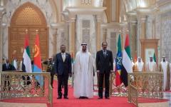 الصورة: قمة ثلاثية بين رئيس أريتريا ورئيس وزراء أثيوبيا وولي عهد أبوظبي