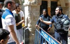 الصورة: الاحتلال يغلق أبواب الأقصى ويطرد المصلين