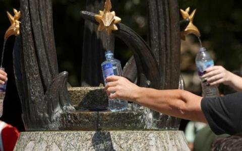 الصورة: 3 ليترات ماء يومياً للحفاظ على الصحة ومواجهة الحر