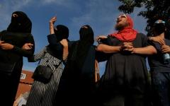 الصورة: جريمة أم حق؟.. مسلمات في الدنمارك يقررن تحدي حظر النقاب