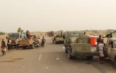 الصورة: الشرعية تُحكم السيطرة على الطريق الدولي في صعدة