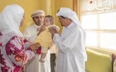 الصورة: حاكم عجمان يستقبل الطفلة «ملاك» وأسرتها
