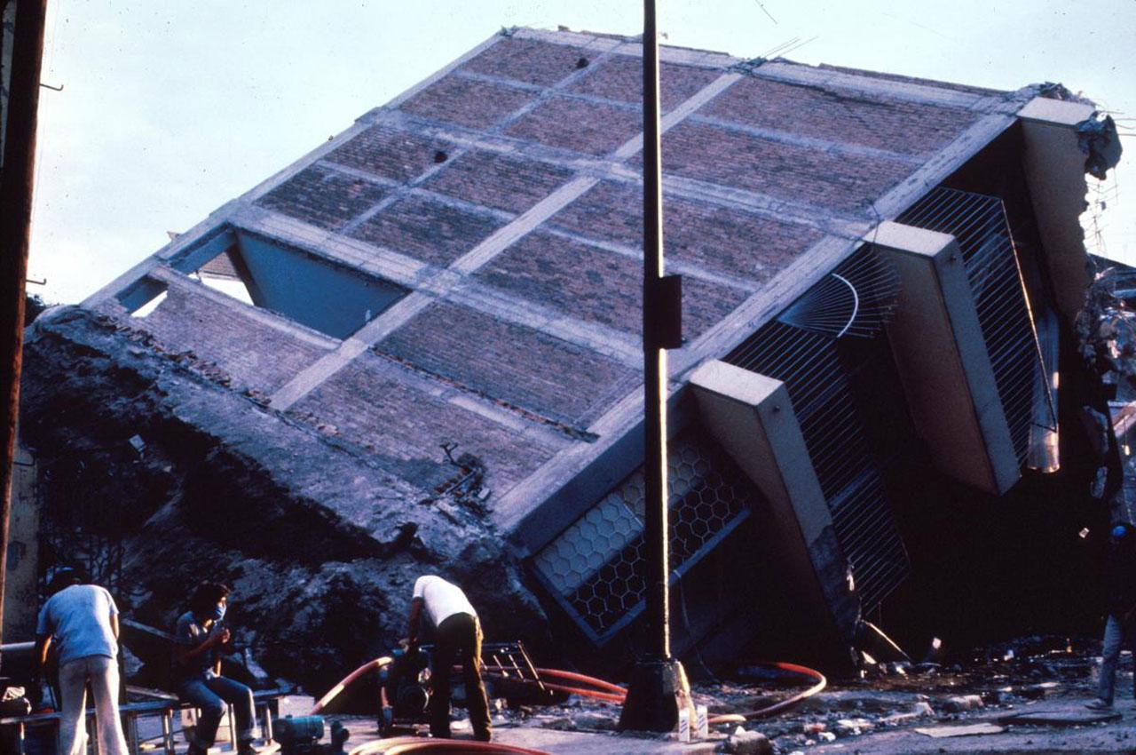 زلزال بقوة 7 درجات يضرب إندونيسيا وتحذير من تسونامي