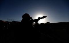 الصورة: الإمارات تنقذ حياة امرأة استهدفها الحوثيون بقذيفة هاون