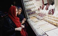 الصورة: احتجاجات إيران تصل قم قبيل  العقوبات الأميركية ومقتل متظاهر