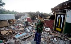 الصورة: زلزال قوي يهز جزيرة لومبوك الإندونيسية