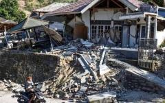 الصورة: ارتفاع قتلى زلزال إندونيسيا إلى 321 شخصاً