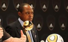 الصورة: «الفيفا» يوقف أفضل لاعب أفريقي سابقاً   لتورطه في «الفساد القطري»