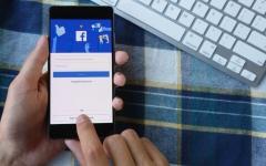 الصورة: «فيسبوك» تواجه الأخبار الكاذبة بشروط جديدة