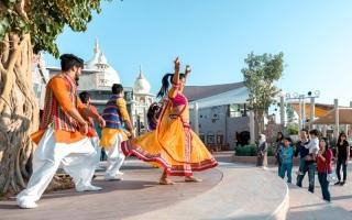 الصورة: فقرات استعراضية هندية في «بوليوود باركس دبي»