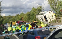 الصورة: إصابة العشرات، وولادة طفل بحادث سير في بريطانيا