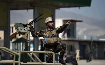 الصورة: طالبان تقتحم قاعدة عسكرية أفغانية وتقتل وتأسر العشرات من الجنود