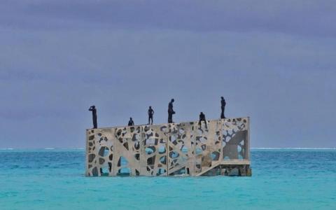 الصورة: أول معرض في العالم لفن المد والجزر