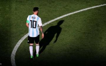 الصورة: ميسي يقرر الابتعاد عن منتخب الأرجنتين