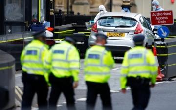 الصورة: سيارة تدهس مشاة عند البرلمان البريطاني