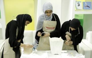 الصورة: «دبي للثقافة» تحفز قدرات الطالبات الفنية عبر «نوادر إماراتية»