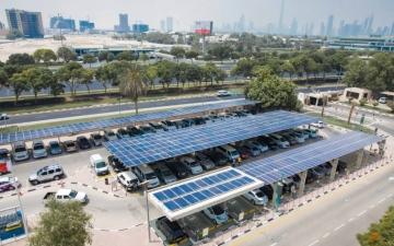 الصورة: تشغيل مشروع «الطاقة الشمسية» في مواقف وزارة البيئة و«كهرباء دبي»