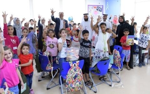 الصورة: «طرق دبي» توزع «عيدية الأضحى» على 1500 طالب