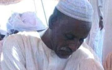 الصورة: سوداني يفقد 5 من بناته بفاجعة غرق قارب في النيل