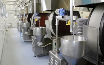 الصورة: زيت الطبخ يمنع التصاق البكتيريا بآلات الأغذية الصناعية