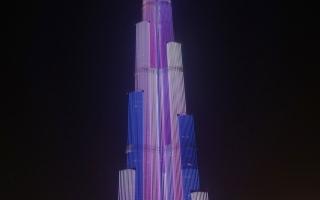 الصورة: برج خليفة يتألق بإضاة تعادل مساحة 20 ملعب كرة