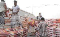 الصورة: الإمارات توزّع المساعدات على  أهالي حضرموت والحديدة