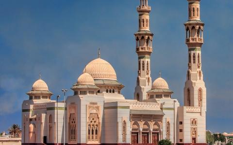 الصورة: توقيت صلاة العيد بإمارات الدولة