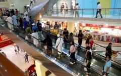 الصورة: مراكز أبوظبي تضاعف مبيعاتها مع تخفيضات 50%