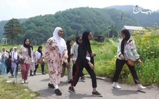 """الصورة: 40 طالباً إماراتياً عادوا من """"كوكب اليابان"""".. ماذا قالوا؟!"""