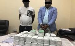 الصورة: ضبط شخصين من الجنسية الإفريقية بتهمة مضاعفة الأموال في عجمان