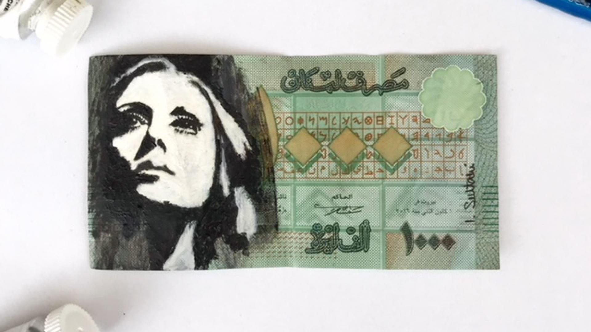 فنان يبث الحياة في الليرة اللبنانية بفنه