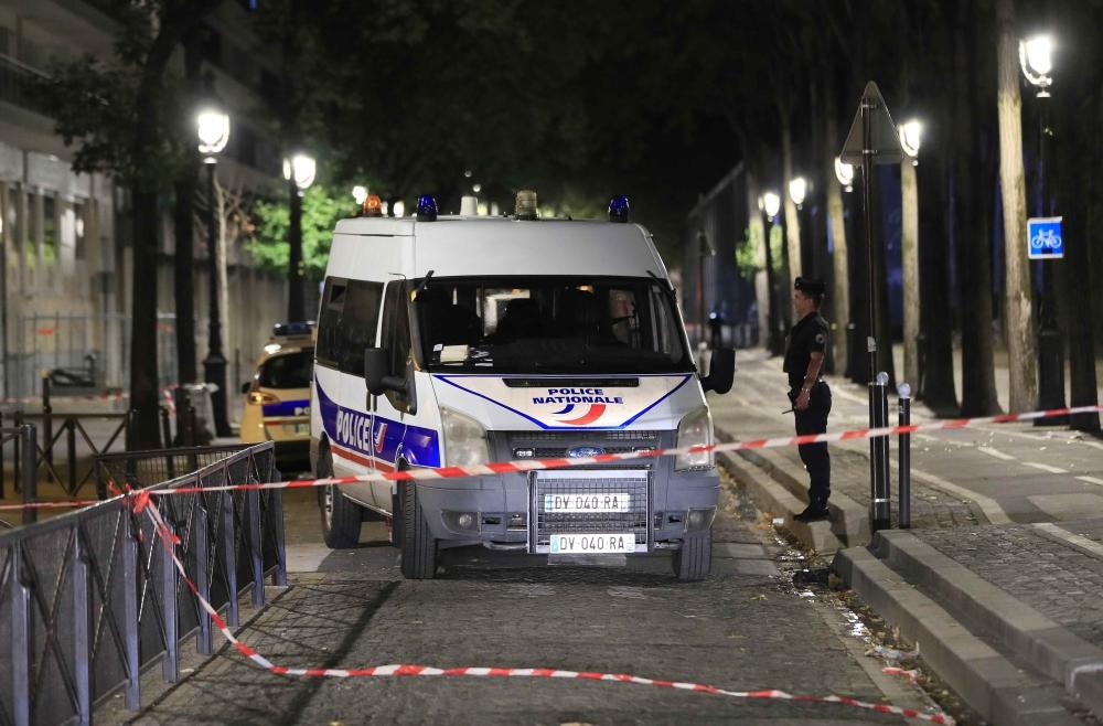 سبعة جرحى بينهم سائحان بريطانيّان في هجوم بسكّين في باريس