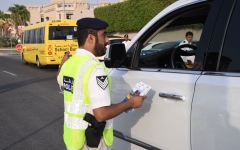الصورة: مخالفات وبطاقات صفراء للسائقين بقرب المدارس في أبوظبي