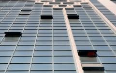 الصورة: شرطة الشارقة تحقق في وفاة ثلاثينية إثر سقوطها من الطابق 19