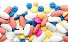 الصورة: محاكمة متهم بحيازة عقاقير مخدرة تزيد عن جرعات العلاج