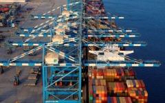 الصورة: 80 ملياراً تجارة أبوظبي عبر منافذ الإمارة في 6 أشهر