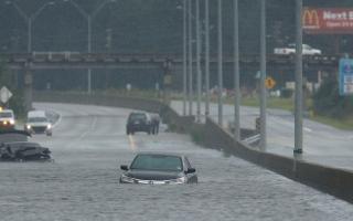 """الصورة: 17 قتيلاً وإنذار من فيضانات في جنوب شرق الولايات المتحدة بسبب """"فلورنس"""""""