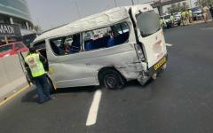 الصورة: وفاة شخصين إثر انفجار إطار حافلة في دبي