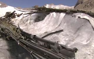 الصورة: ذوبان الجليد يكشف عن حطام طائرة قبل 72 عاماً