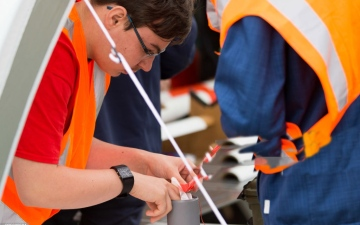 الصورة: تلاميذ ألمان يطلقون أقماراً صناعية مصغرة بمسابقة علمية