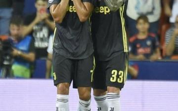 الصورة: دموع رونالدو تشعل غضب إيطاليا