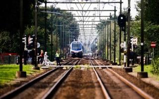 الصورة: صور.. مقتل 4 أطفال في حادث قطار بهولندا