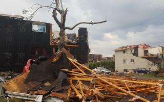 الصورة: بالصور إعصار يضرب أوتاوا ويتسبب بأضرار جسيمة