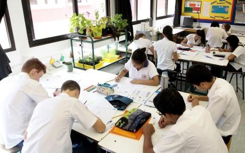 الصورة: مطالبة بإعادة  النظر في إلزامية «إمسات» على مدارس المناهج الأجنبية