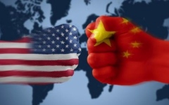الصورة: الرسوم الأميركية ضد الصين  تدخل حيز التنفيذ وبكين ترد