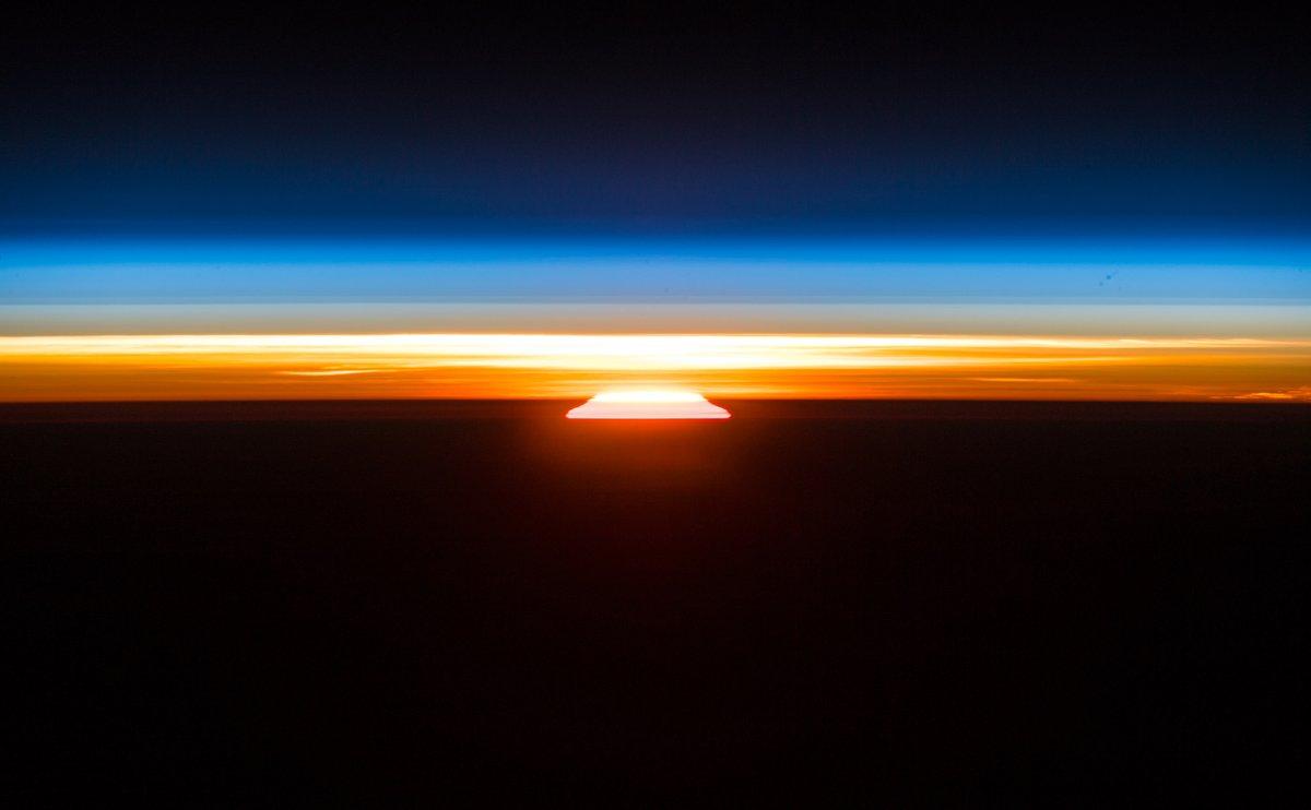 شروق الشمس الفضائي