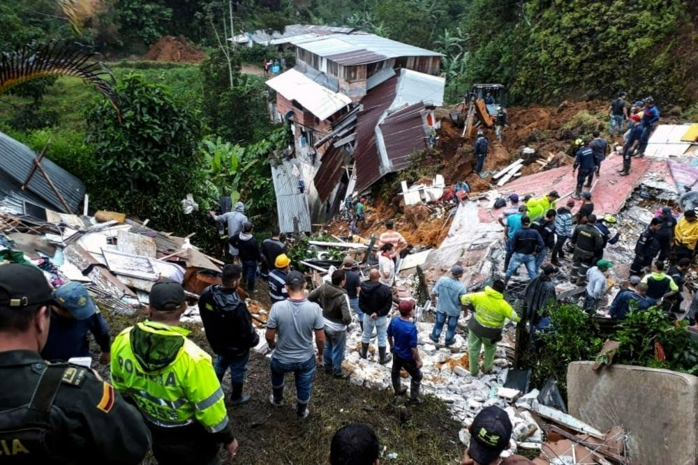 مقتل 12 شخصا في انهيار أرضي في كولومبيا
